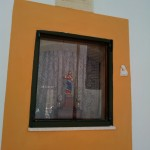 Мальтийцы помешаны на статуэтках Иисуса. Одна из них - в окне дома. Мдина, Мальта