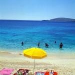 Красивейший пляж Мальты нравится молодым учащимся