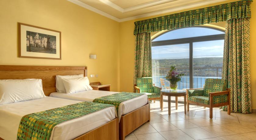 Paradise Bay Hotel - room photo 4932216